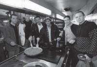La Sociedad como lugar de encuentro. Tras las «Seis horas de Euskadi», cena ofrecida a los ciclistas, entre ellos el suizo Urs Fleuler. (6-02-1998)